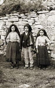 Lucía, Francisco y Jacinta dos Santos