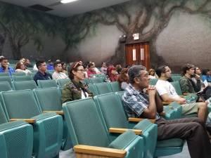 Asistentes a conferencia de CRISPR y GMO