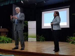 L. Val Giddings y Beatriz Carrión