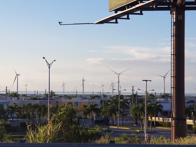 Molinos de viento en Salinas, Puerto Rico