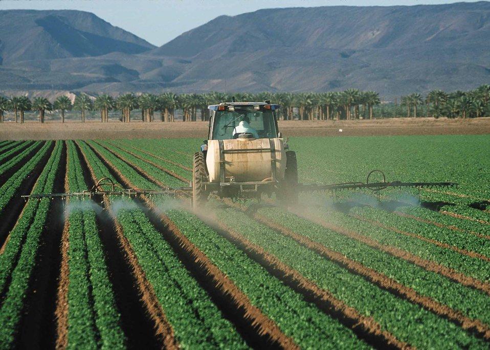 Administración de pesticidas a un cultivo