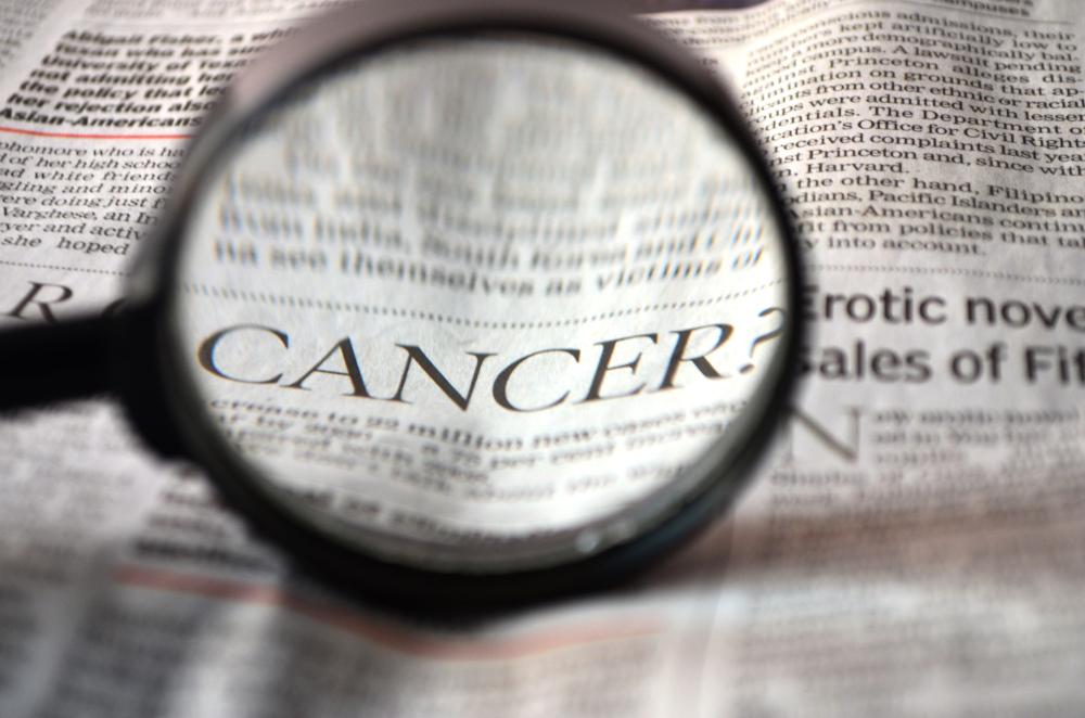 """Palabra """"cáncer"""" en periódico (CC0)"""