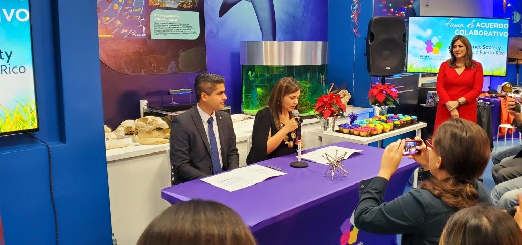 Jenny Guevara con Norberto Cruz, listos para firmar el acuerdo colaborativo