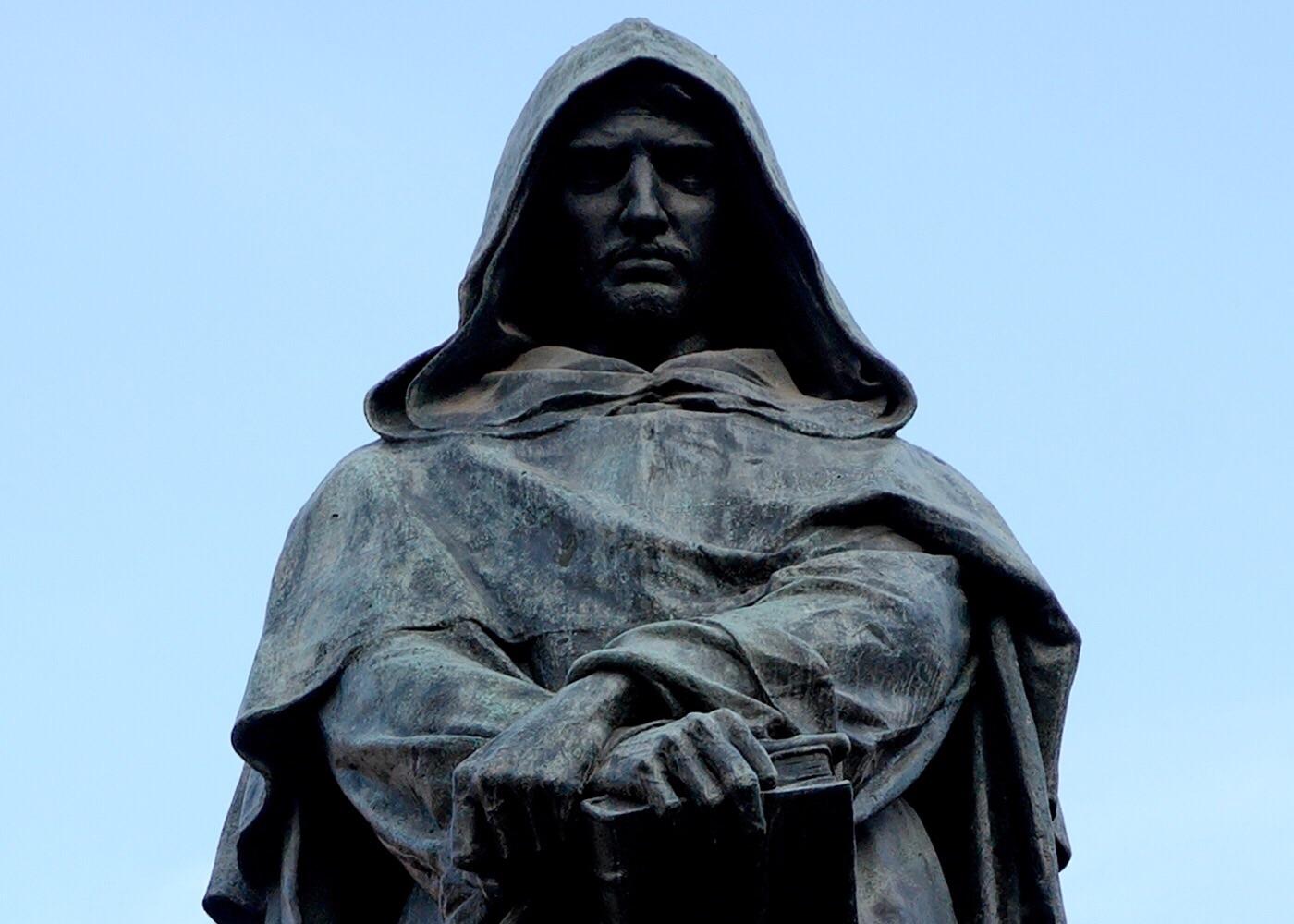 Estatua de Giordano Bruno por Ettore Ferrari.
