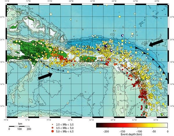 Imagen que describe áreas sísmicas en Puerto Rico y la dirección de las placas tectónicas.
