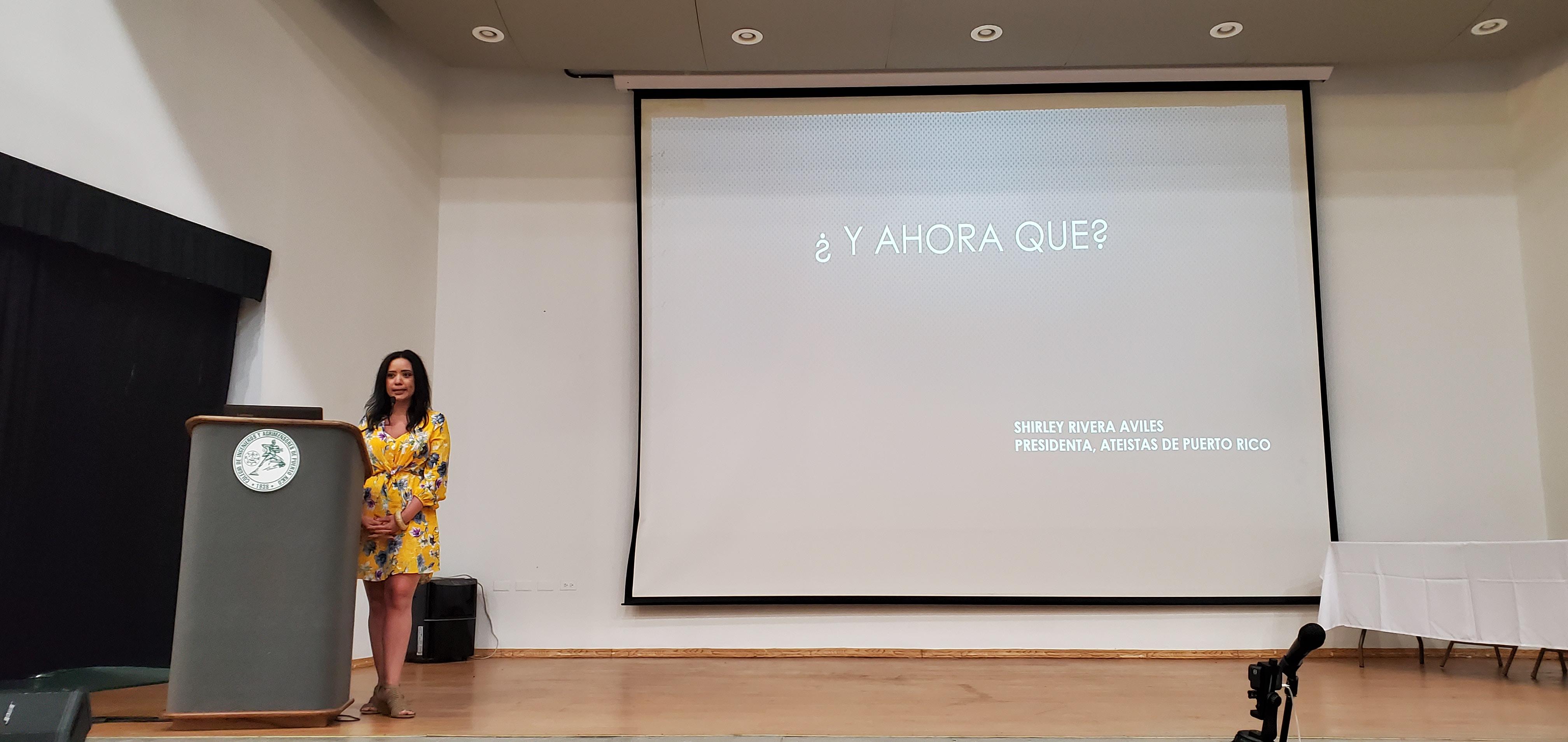 """Shirley Rivera con su presentación, """"¿Y ahora qué?' en la Asamblea de Ateístas de Puerto Rico, 2020. (c) 2020, Pedro M. Rosario Barbosa. Licencia: CC-BY 4.0+."""