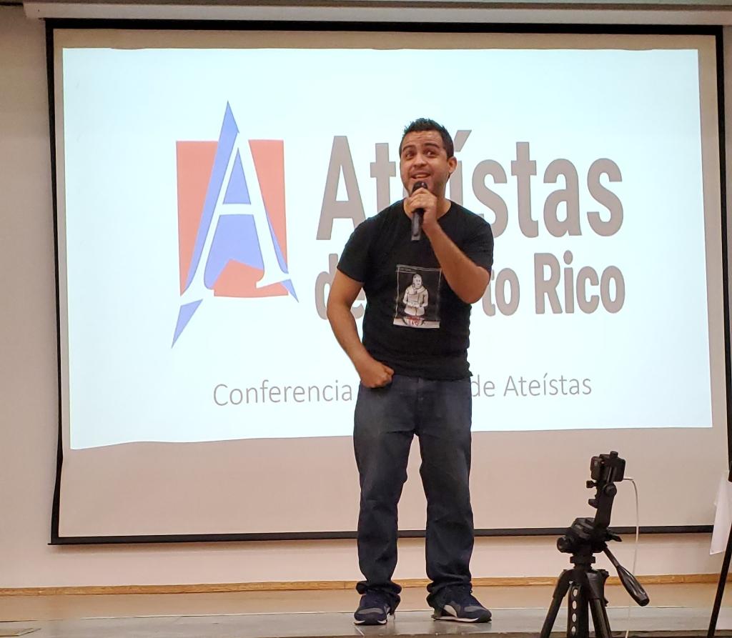 La comedia de Ismael Toro en Asamblea Nacional de Ateístas de Puerto Rico, 2020. (c) 2020, Pedro M. Rosario Barbosa. Licencia: CC-BY 4.0+.
