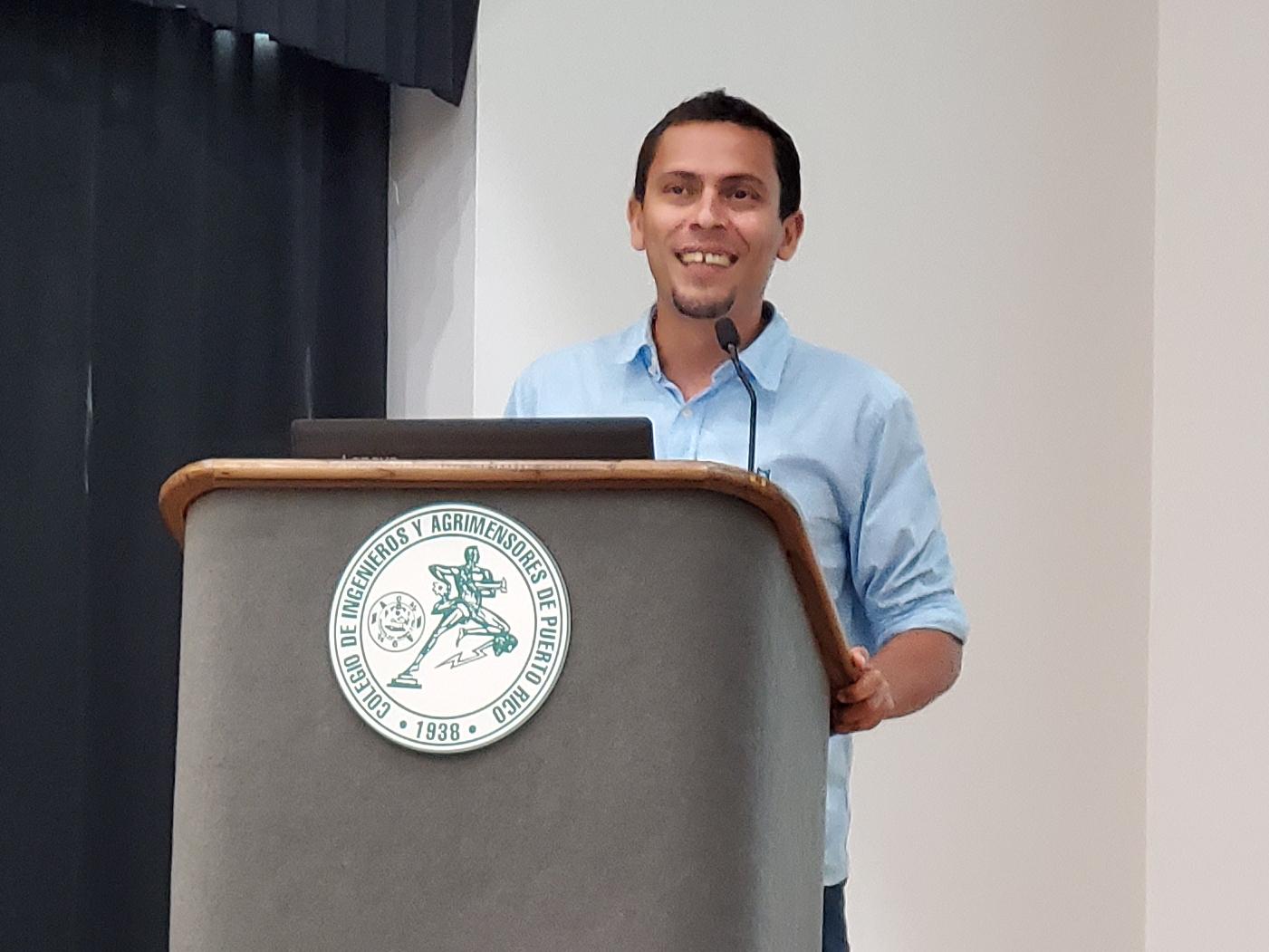 El comediante Luis Bordoy en la Asamblea Nacional de Ateístas de Puerto Rico, 2020. (c) 2020, Pedro M. Rosario Barbosa. Licencia: CC-BY 4.0+.